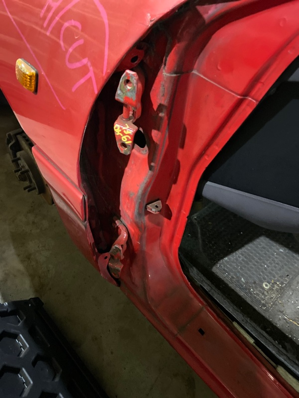 Кронштейн двери Mitsubishi Eclipse D27A 4G63-T передний левый