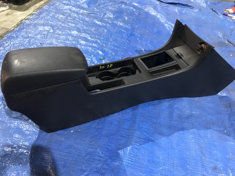 Подлокотник Mazda Axela BKEP LF