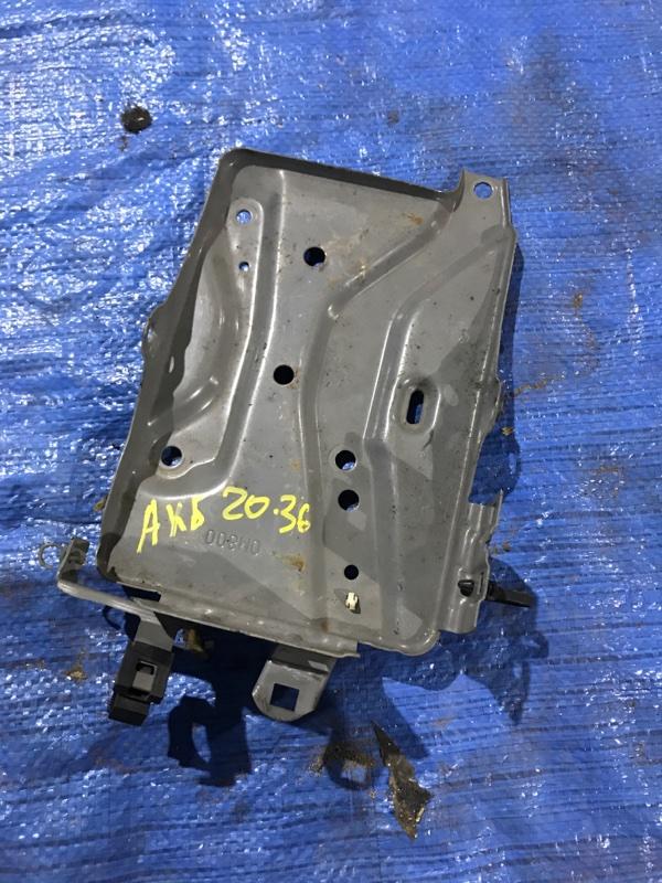 Крепление аккумулятора Nissan Bluebird EU14 SR18DE
