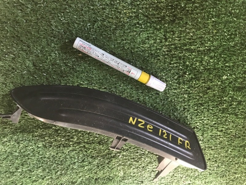 Заглушка бампера Toyota NZE121 передняя правая