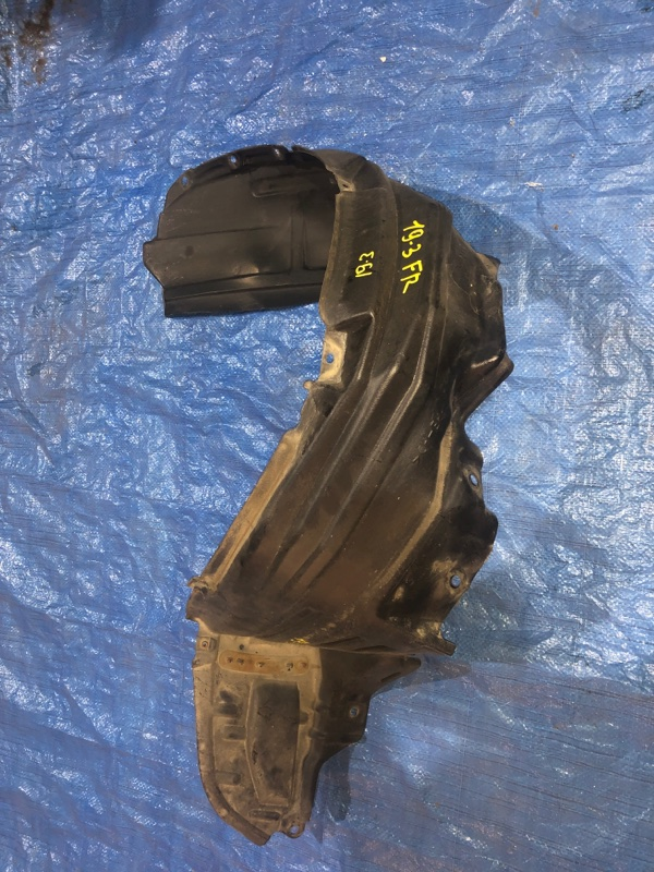 Подкрылок Toyota Nadia SXN15 3S-FE передний правый
