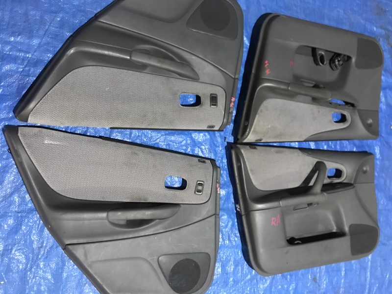 Обшивка двери Mazda Familia BJ3P B3