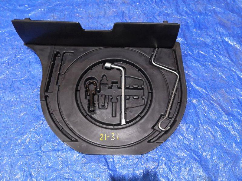Обшивка багажника Toyota Vitz NCP10 2NZ-FE