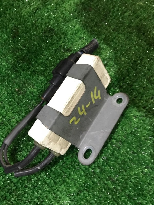 Резистор вентилятора охлаждения Toyota Ractis SCP100 2SZ-FE