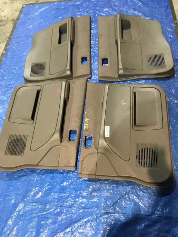 Обшивка двери Mitsubishi Dion CR9W 4G63
