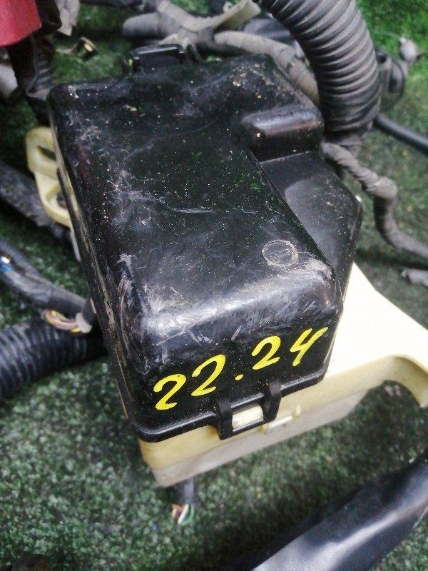Блок реле и предохранителей Toyota Bb NCP31 1NZ-FE