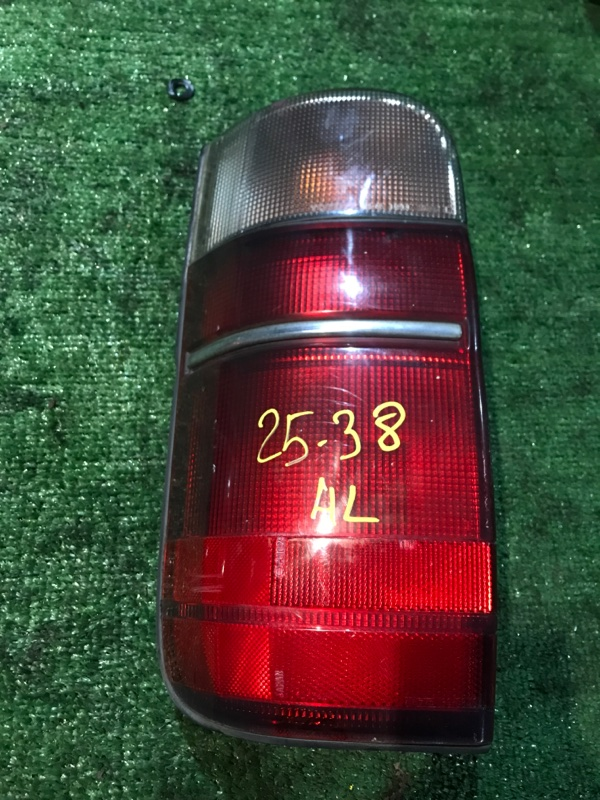 Фонарь стоп-сигнала Toyota Hiace KZH106W 1KZ-TE левый