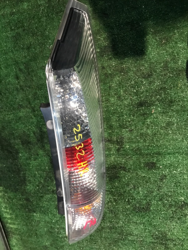 Фонарь стоп-сигнала Nissan Presage TU31 QR25DE правый