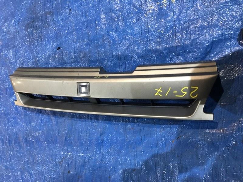Решетка радиатора Nissan Cube AZ10 CGA3DE 2000