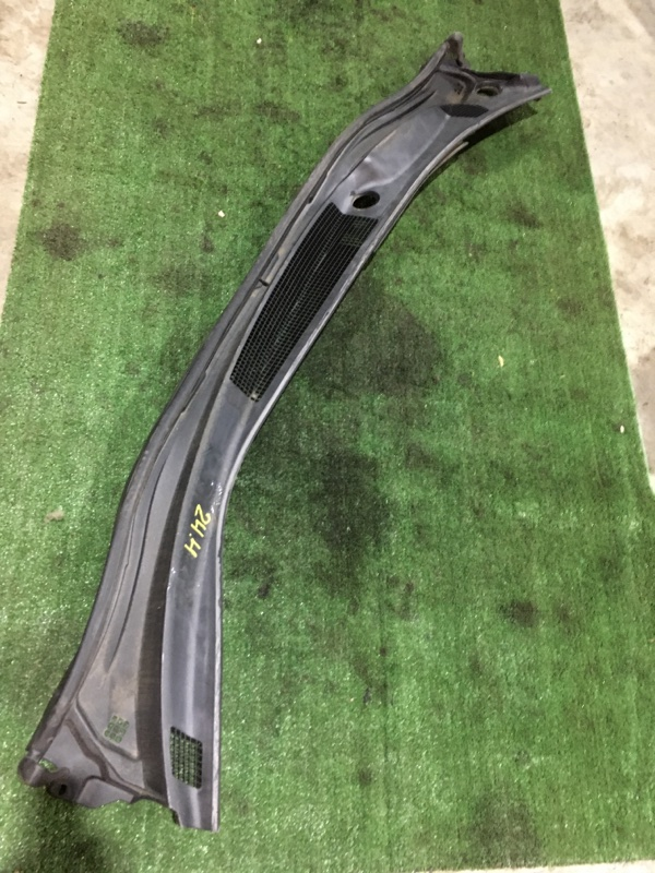 Решетка под лобовое стекло Toyota Ipsum ACM21 2AZ-FE