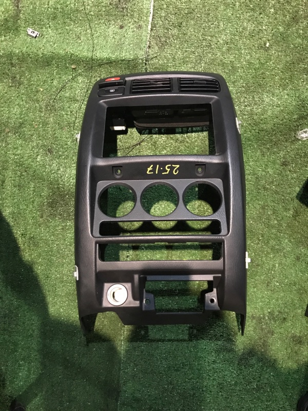 Центральная консоль Nissan Cube AZ10 CGA3DE
