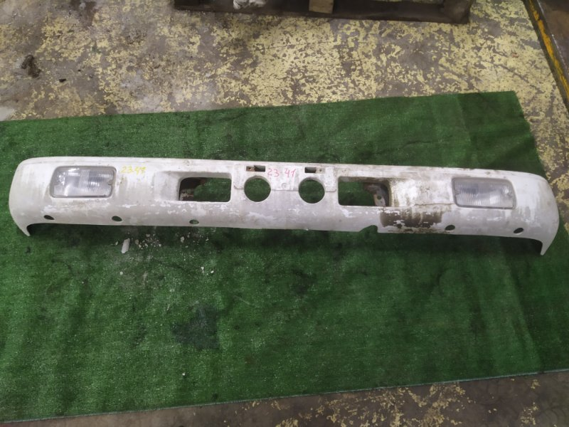 Бампер Nissan Atlas SP4F23 TD27 передний