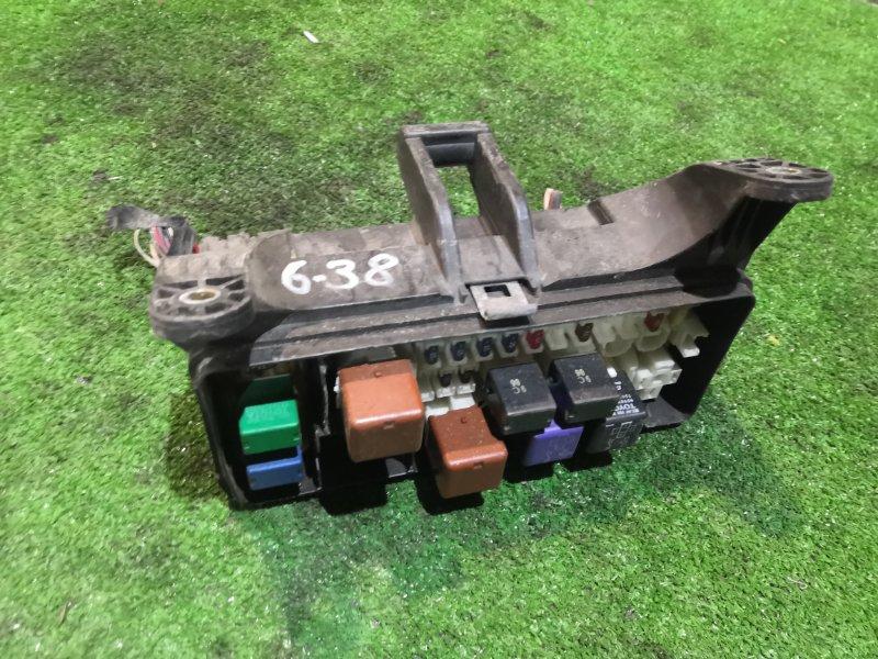Блок реле и предохранителей Toyota Estima ACR40W 2AZ-FE
