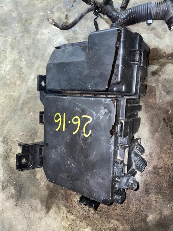 Блок реле и предохранителей Nissan Lafesta B30 MR20DE 2005