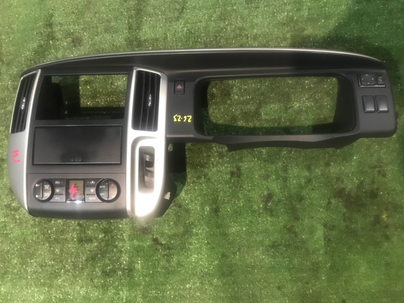 Панель передняя в салон Nissan Serena C25 MR20DE 2008