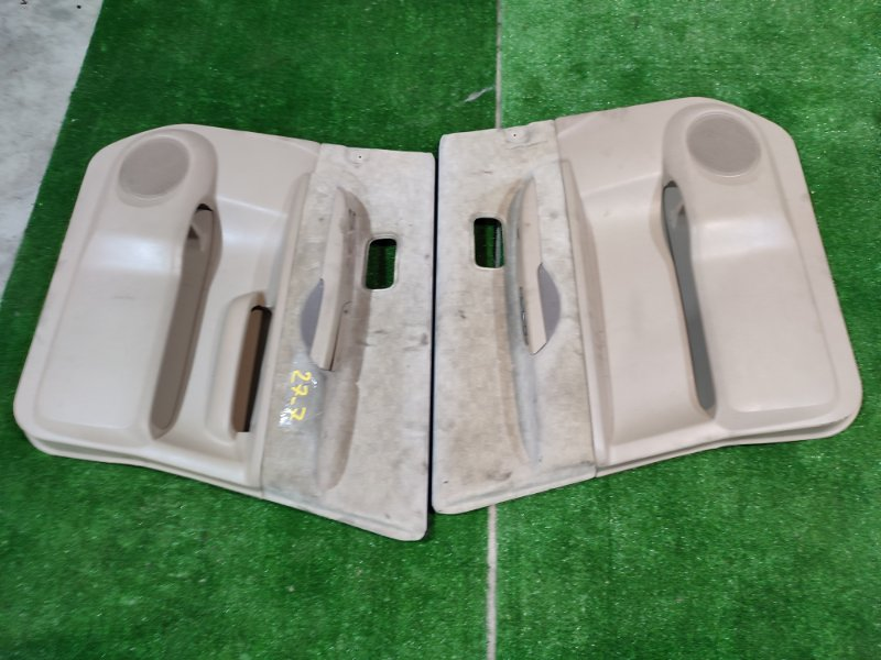 Обшивка двери Nissan Serena TNC24 QR20DE