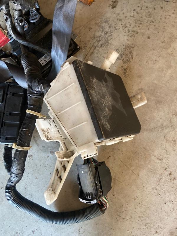 Блок реле и предохранителей Nissan Wingroad Y12 HR15