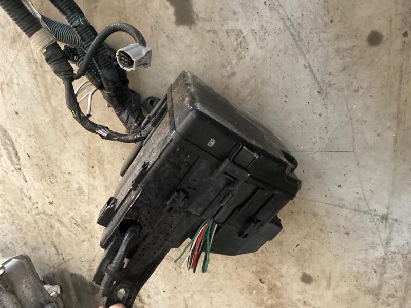 Блок реле и предохранителей Toyota Ractis SCP100 2SZ-FE