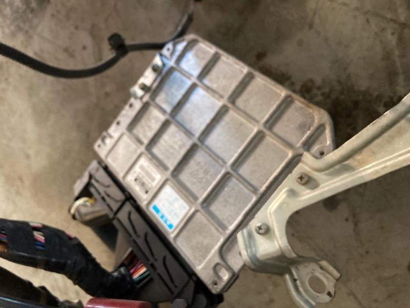 Блок управления двс Toyota Ractis SCP100 2SZ-FE