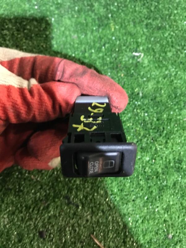Кнопка открывания Nissan Serena TC24 QR20DE