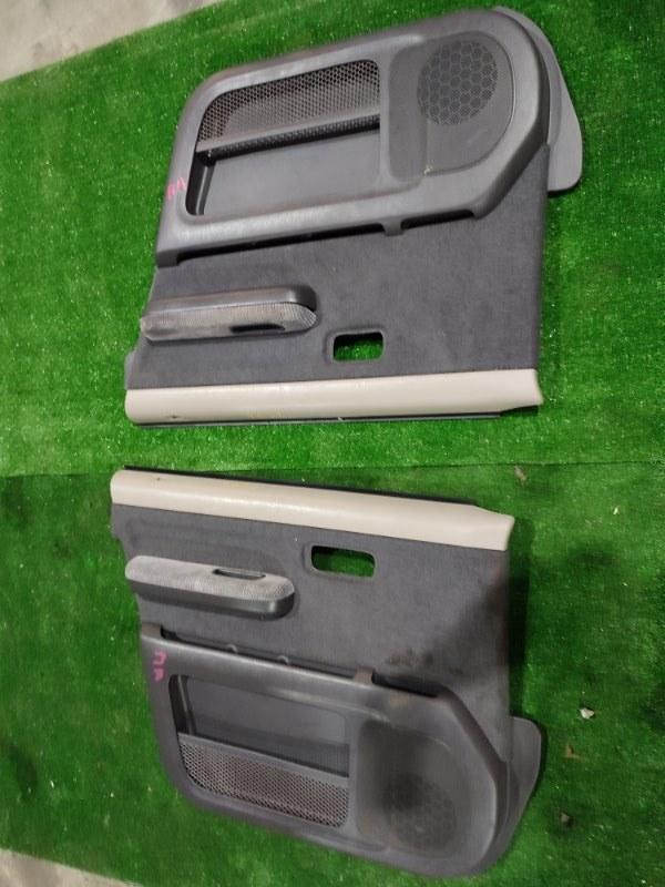 Обшивка двери Honda Stepwgn RF1 B20B передняя