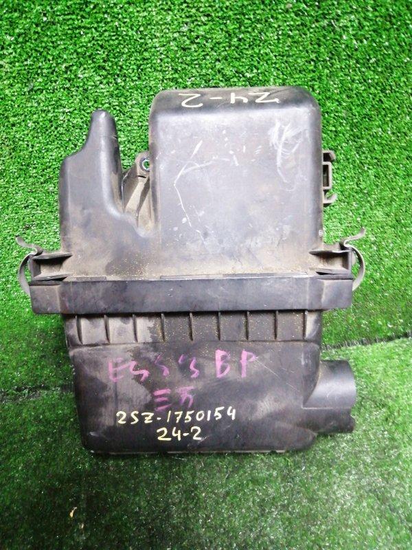Корпус воздушного фильтра Toyota Vitz SCP90 2SZ-FE
