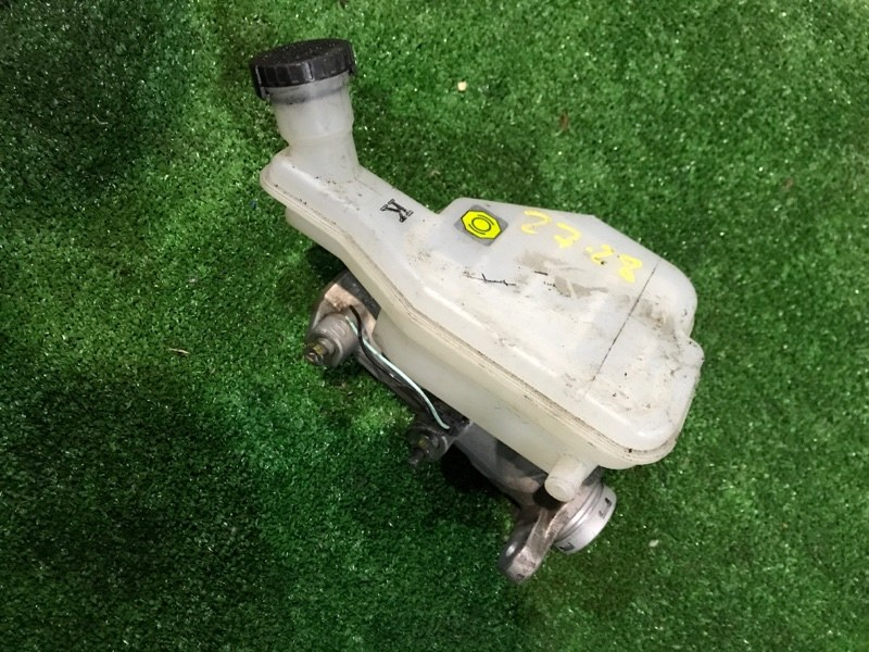 Главный тормозной цилиндр Nissan Tiida SC11 HR15DE