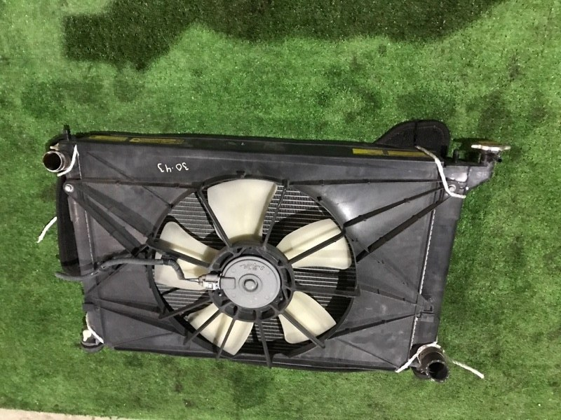 Радиатор двигателя Toyota Wish ZNE10G 1ZZ-FE