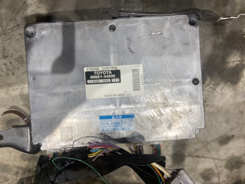 Блок управления двс Toyota Isis ANM10W 1AZ-FSE