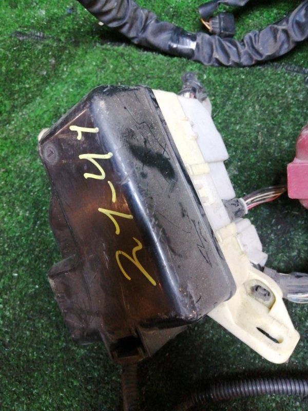 Блок реле и предохранителей Toyota Probox NCP59 1NZ-FE