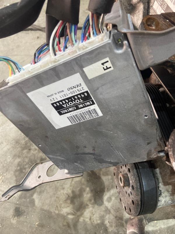 Блок управления двс Toyota Isis ZNM10W 1ZZ-FE