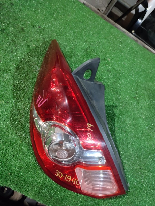 Фонарь стоп-сигнала Nissan Tiida C11 HR15DE левый