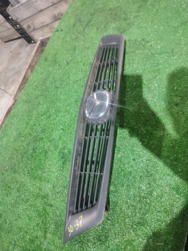 Решетка радиатора Nissan Ad VY11 QG13DE