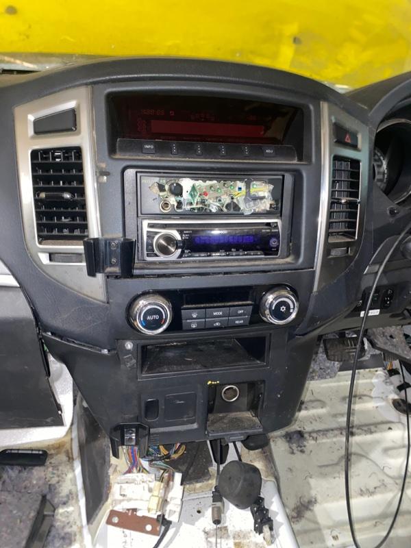 Центральная консоль Mitsubishi Pajero V93W 6G72