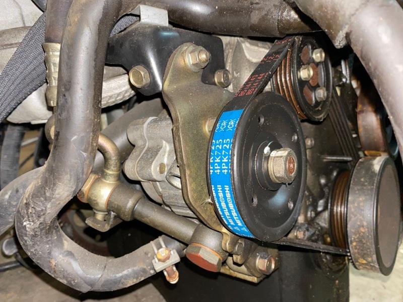 Насос гидроусилителя Nissan March K11 CG10DE
