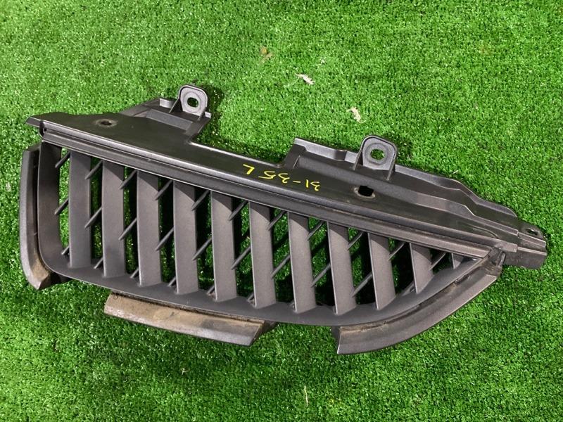 Решетка радиатора Mitsubishi Grandis NA4W 4G69 левая