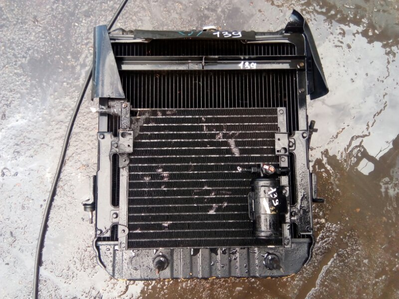 Радиатор охлаждения двигателя Isuzu Elf NPR66L 4HF1 1993