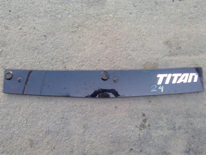 Панель дворников жабо Mazda Titan WHF5T TF 2001