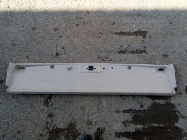 Панель кабины Isuzu Elf NPR81 4HF1 2005 передний верхний