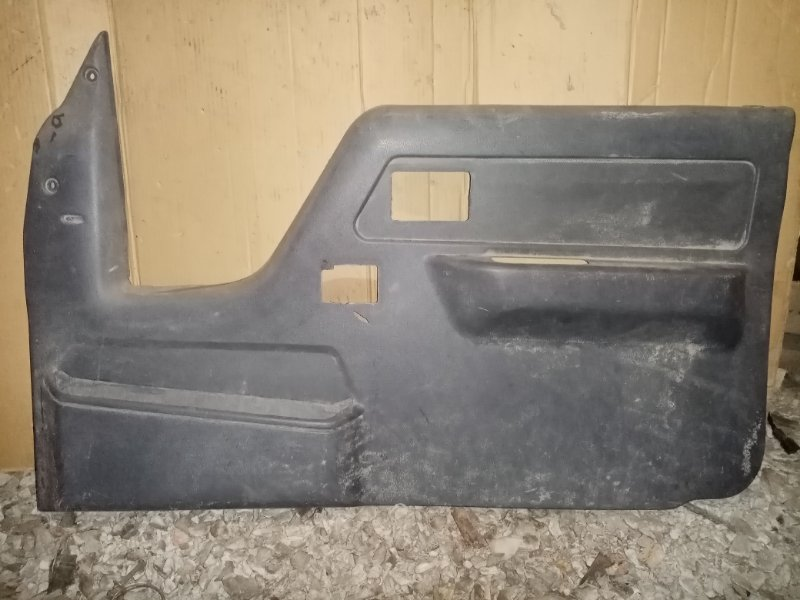 Обшивка двери Toyota Duna LY61 3L 1995 передняя правая