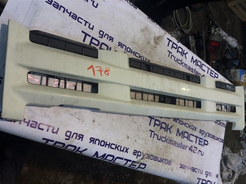 Решетка радиатора Isuzu Elf NPR85 4JJ1 2008
