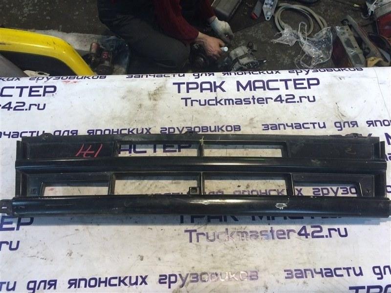 Решетка радиатора Mitsubishi Fuso FK618 6D17 1995