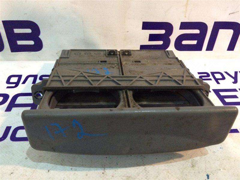 Подстаканник Isuzu Forward FRR90 4HK1 2011