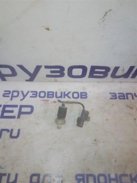 Датчик давления масла Mitsubishi Canter FE516B 4D36 1997