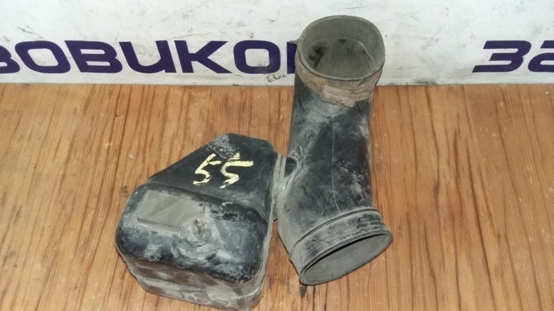 Патрубок воздухозаборника Isuzu Elf NKR71 4HG1 1997