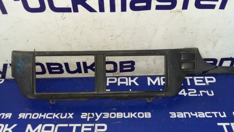 Пластик панели кабины Nissan Diesel MK210G FE6 1998