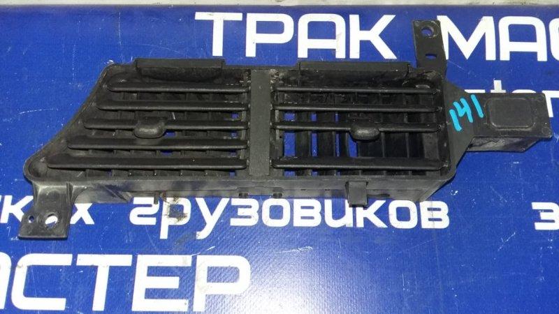 Решетка воздуховода Isuzu Forward FRR35L4S 6HL1 2003