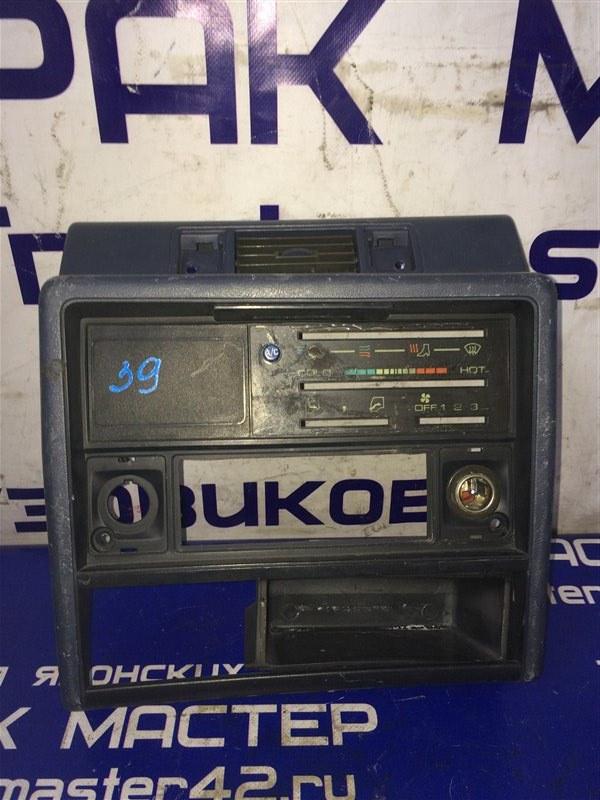 Консоль панели Isuzu Elf NKR58E 4BE1 1992