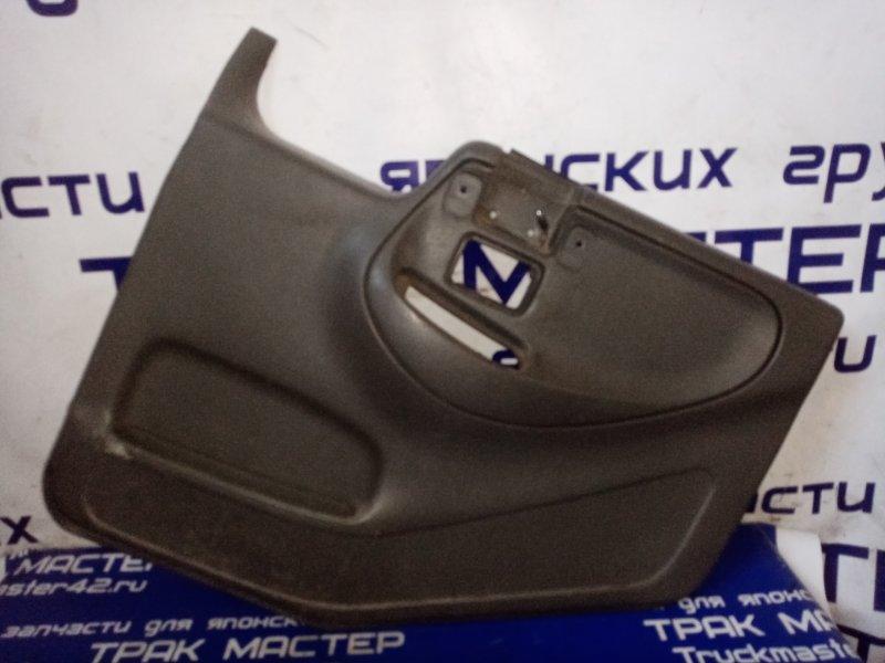 Обшивка двери Nissan Diesel MK211H FE6 1995 передняя правая