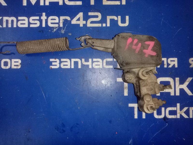 Регулятор давления тормозов ( колдун) Nissan Atlas P4F23 TD27 1996